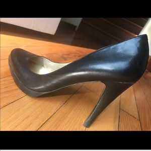 Guess black leather heels shoes size 9M
